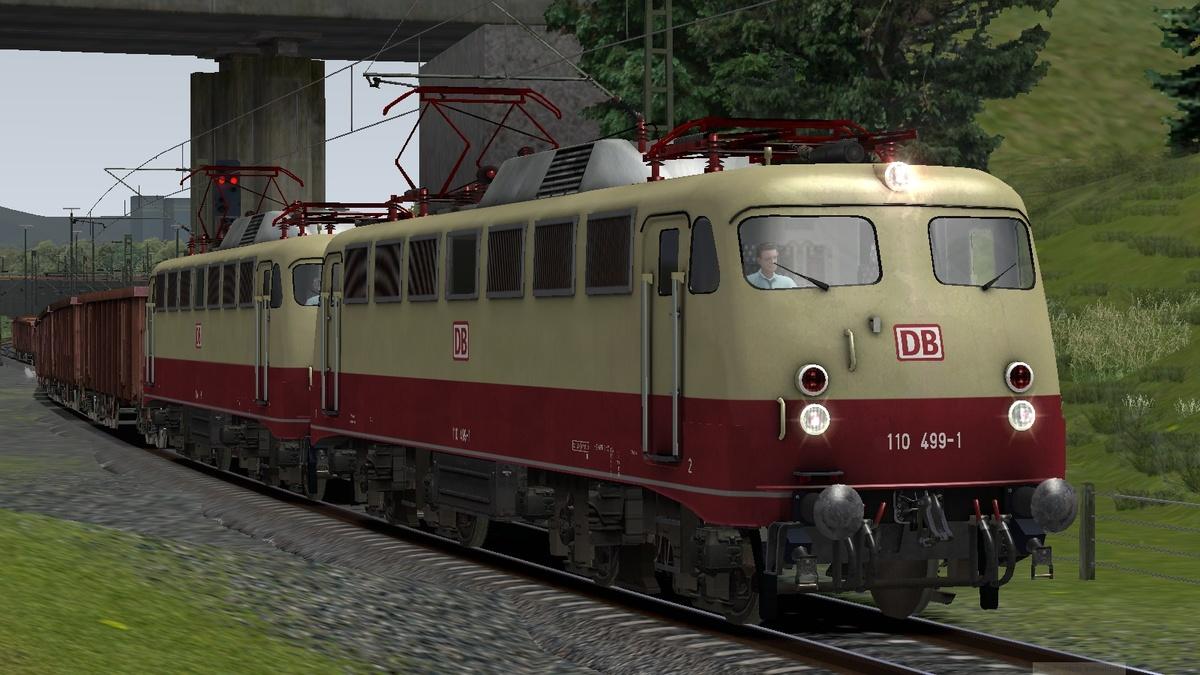 BR110 muss einen schweren Güterzug aus dem Köblitzer Kraftwerk bringen.