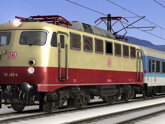 BR110 493-4 muss einen InterRegio auf der Seebergbahn sicher ans Ziel bringen.